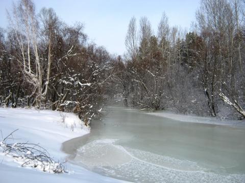 Блистает речка льдом одета